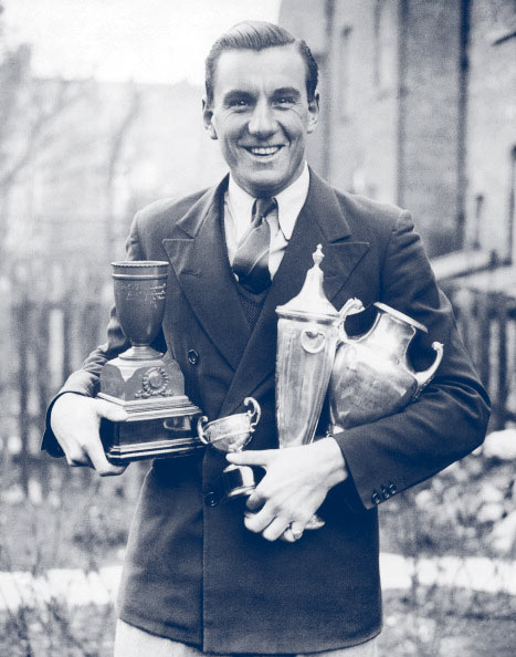 Fred Perry con trofeos